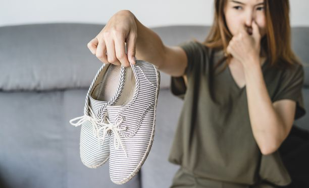 Kenkien materiaali vaikuttaa siihen, miten paljon jalat hikoilevat.
