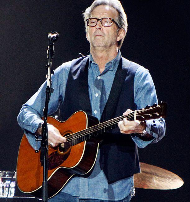 Eric Clapton juhlii pyöreitä mitenkäs muuten kuin konsertoinnin merkeissä.