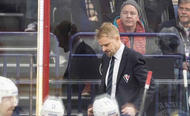 Petri Matikainen valmentaa Slovan Bratislavaa ilmaiseksi.