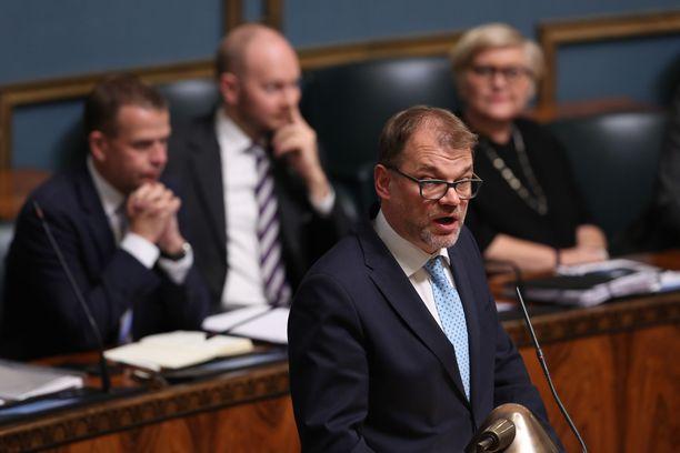 Pääministeri Juha Sipilä puolusti irtisanomisesitystä eduskunnassa.