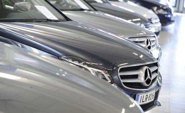 Mercedes-Benzin C- ja E-sarjan automallit olivat viime vuoden katsotuimmat käytetyistä autoista.