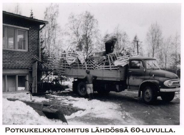 Potkukelkkatoimitus lähdössä 1960-luvulla.