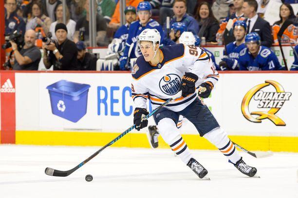 Jesse Puljujärvi rouhii ensi yönä Edmontonin nelosketjussa.