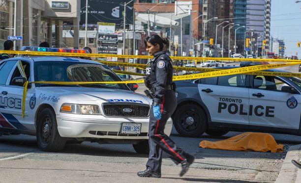Kanadan Torontossa ainakin yhdeksän ihmistä on kuollut, kun pakettiauto ajoi jalankulkijoiden päälle myöhään maanantaina illalla Suomen aikaa.