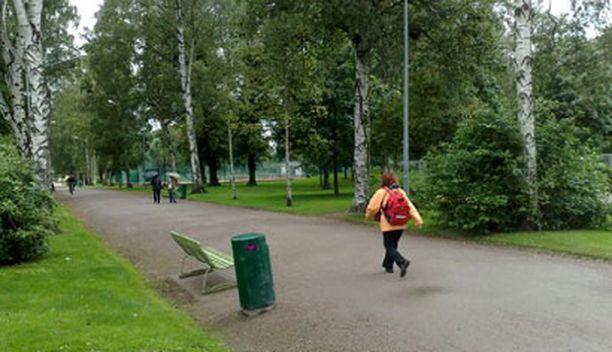 Pelon ilmapiiriä poistetaan Kaisaniemenpuistossa lisäämällä avoimuutta ja valaistusta.