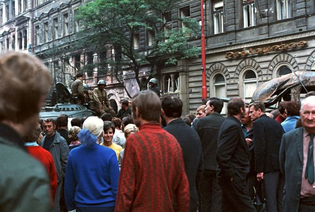 Miehityksen aikana Neuvostoliitto ja sen liittolaiset ottivat haltuunsa Tšekkoslovakian strategisia kohteita.