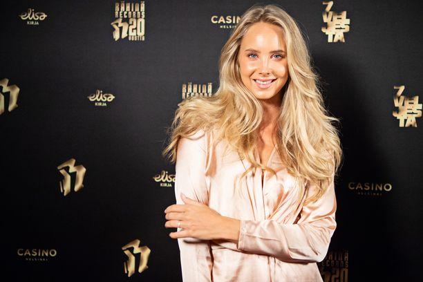 Sabina Särkkä tunnetaan esimerkiksi ohjelmista Martina ja hengenpelastajat sekä Viidakon tähtöset.