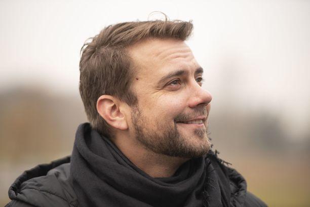 Antti Ketosen uuden kappaleen tunnelmallinen musiikkivideo on julkaistu.