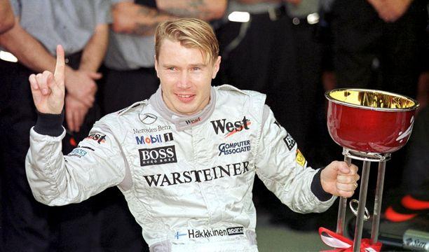 Mika Häkkinen oli Brundlen tallikaveri McLarenilla 1994. MM-tittelinsä suomalainen voitti 1998 ja 1999.