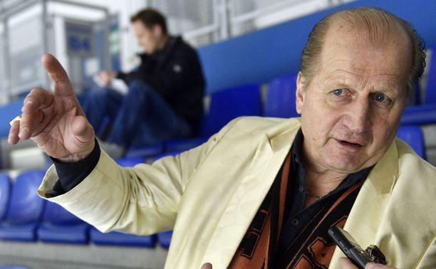 Juhani Tamminen ripittää Juhamatti Aaltosta ja Leijonien valmennusta.