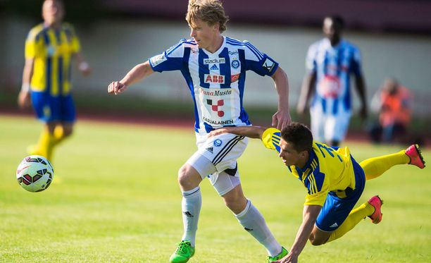 Anton Kurakin yritti roikkua Rasmus Schüllerin kyydissä Ventspilsissä.