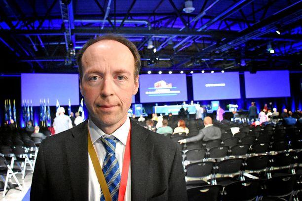 """""""Ryhmämme (ECR) ei pitänyt perusteltuna sitä, että parlamentti lakiasäätävänä elimenä puuttuu tuomioistuimen yksittäiseen päätökseen"""", europarlamentaarikko Jussi Halla-aho totesi."""