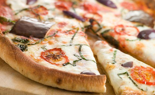 Ruotsin suosituimmasta pizzasta ei ole edes kuultu Suomessa. Kuvassa ei ole banaani- eikä myöskään ananaspizza.