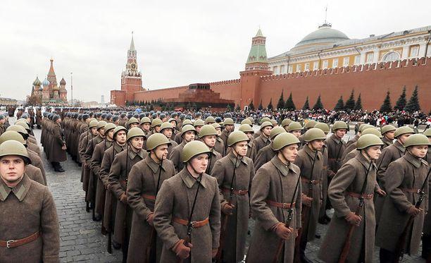 Sotilasparaati Moskovassa 7. marraskuuta.