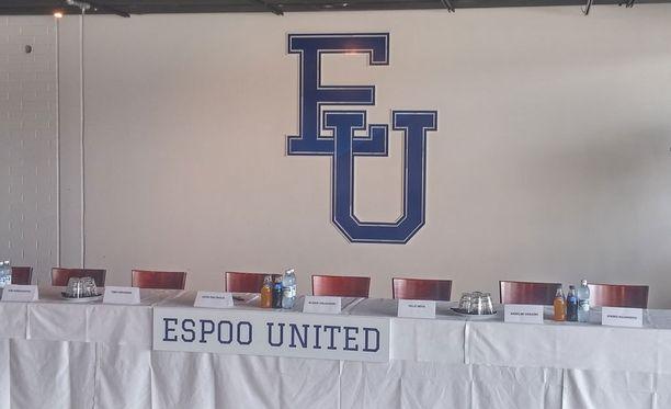 """Jussi Salonoja kuvaili Espoo Unitedia tiedotustilaisuudessa """"espoolaisen urheilun katto-organisaatioksi""""."""