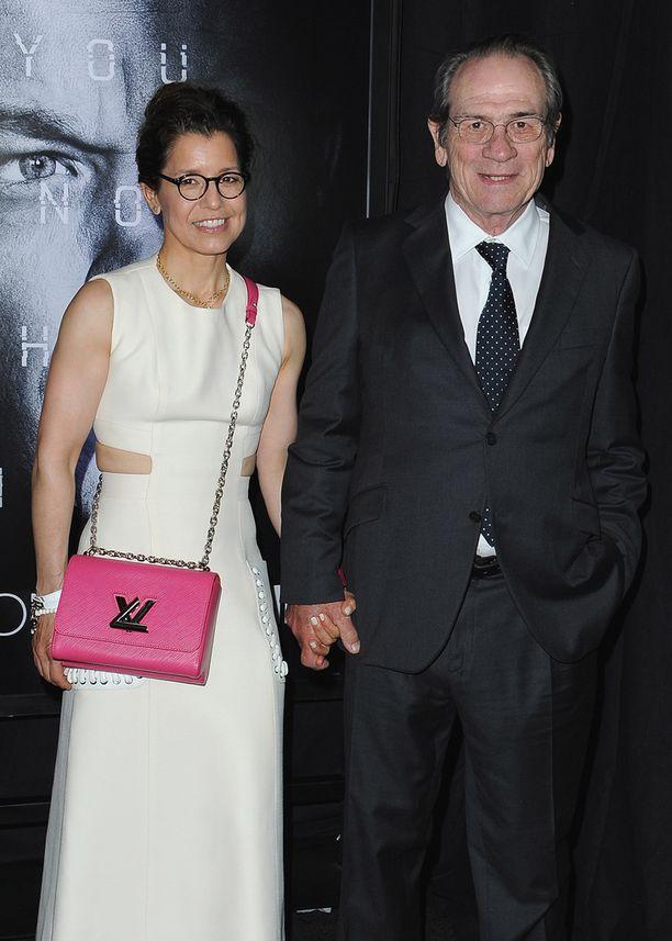 Dawn ja Tommy Lee Jones Jason Bourne -elokuvan ensi-illassa Las Vegasissa maanantaina.