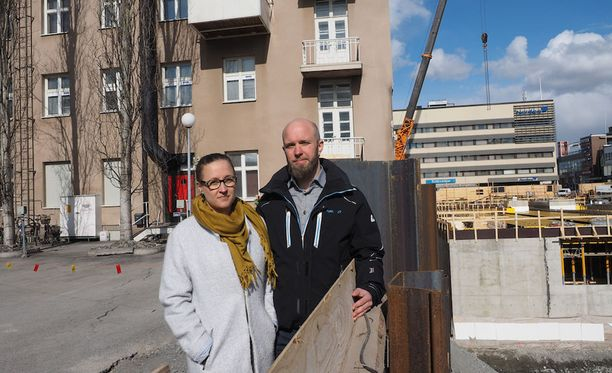 - Nyt on aivan mahtava fiilis, vaikka aika sekava myös. Pyörittelimme kaikkia muita mahdollisia skenaarioita päässä, Pekka Varamäki pohtii kotiinpääsyn jälkeen yhdessä puolisonsa Saara Jylhän kanssa.