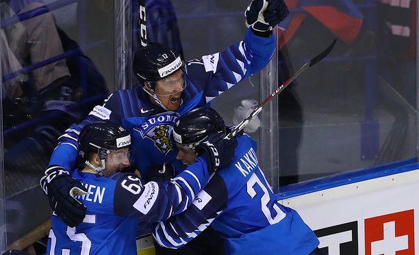 Marko Anttilan tuuletaa 4-4-tasoitusta.