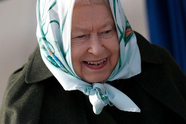 Nähdäänköhän kuningatar Elisabet päällysmiehenä remontissa?
