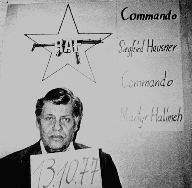 1970-luvulla terroristit harrastivat merkittävien ihmisten sieppauksia. Tässä saksalaisen Punaisen armeijakunnan vanki Saksan liittotasavallan työnantajaliiton puheenjohtaja Hanns-Martin Schleyer.