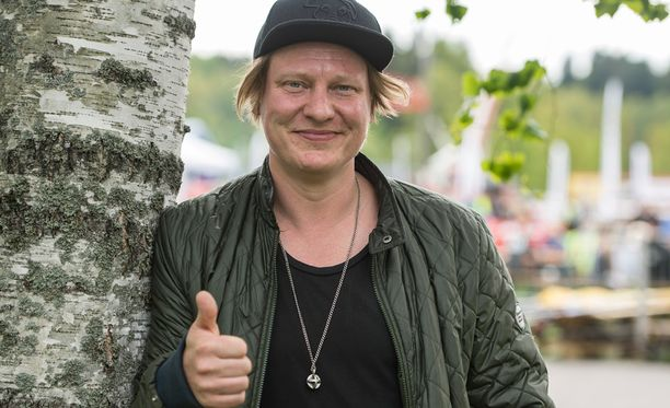 Jaajo Linnonmaa tähdittää jälleen Luokkakokous-leffaa.
