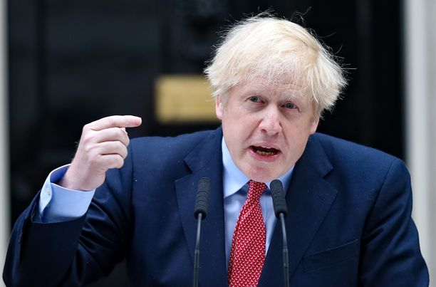 Boris Jonson puhumassa virka-asuntonsa Downing Street 10:n edessä 27. huhtikuuta hänen palattuaan takaisin töihin.
