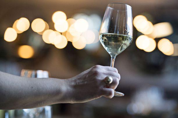 Viinin kohdalla veronkorotus olisi lievästi muita suurempi.