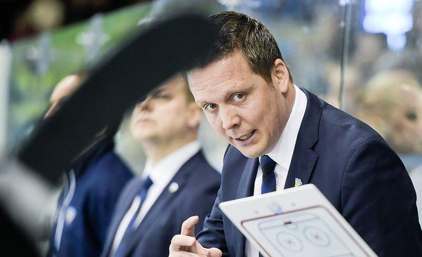 Leijonien päävalmentaja Lauri Marjamäki saa avukseen Jussi Tapolan.