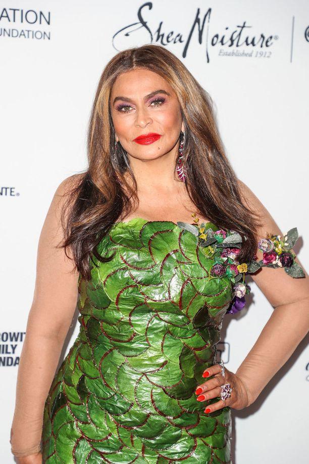 Tina edusti upeassa vihreässä luomuksessa huhtikuun lopussa taidegaalassa Los Angelesissa.