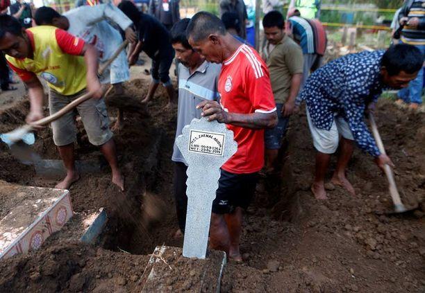 Indonesialainen teloitettu Zainal Abidin haudattiin Cilacapin hautausmaalle tänään.