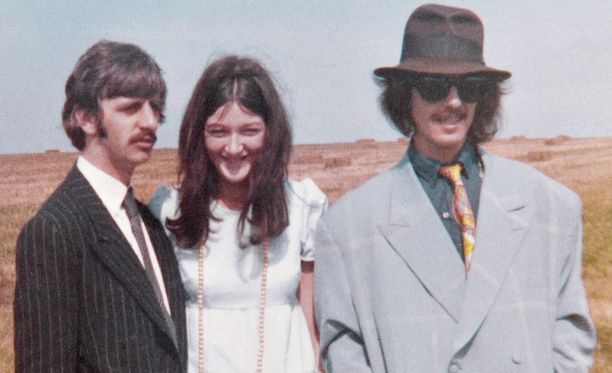 Ringon äidille Freda kertoi salaisuutensa. Georgen isän kanssa hän kävi tansseissa.