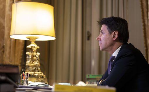 Italian pääministeri eroaa –pyrkii kokoamaan uuden hallituskoalition