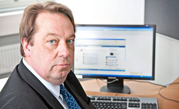 Kansanedustaja Mika Raatikainen haluaa, että asekätkentätuomiot purettaisiin.