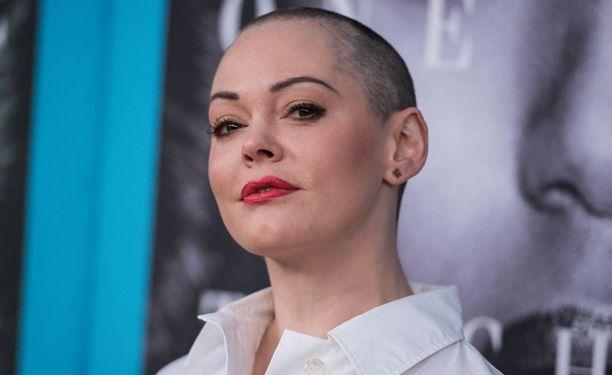 Siskoni on noita -sarjaa tähdittänyt Rose McGowan tviittasi joutuneensa Hollywood-pomon raiskaamaksi.
