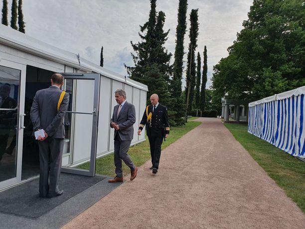 Tasavallan presidentti Sauli Niinistö päätti perinteiset Kultaranta-keskustelut maanantai-iltapäivällä. Hän kuvaili keskusteluja upeiksi.