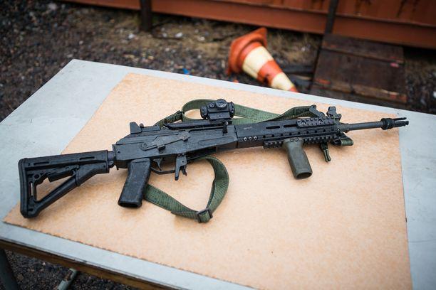 RK 62M2 on uudistettu versio klassisesta 1960-luvun rynnäkkökivääristä. Monet osat ovat kuitenkin entisellään.
