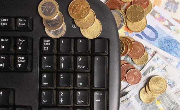 Parhaiten tienaavien it-pomojen mediaanipalkat nousivat yli 50 000 eurolla edellisvuoteen verrattuna.