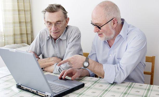 Lähes puolet suomalaisista kannattaa eläkeikärajojen poistoa.