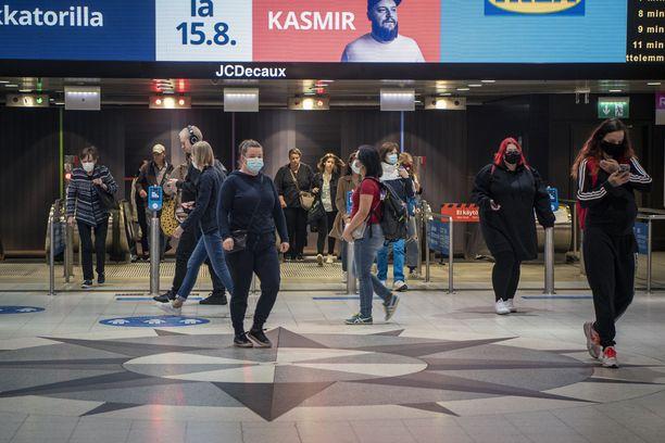 Valtioneuvoston tilaaman selvityksen mukaan viestintä maskien käytöstä oli epäjohdonmukaista.