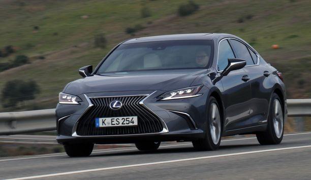 Lexus ES on muotoiltu hillityn vauhdikkaaksi.