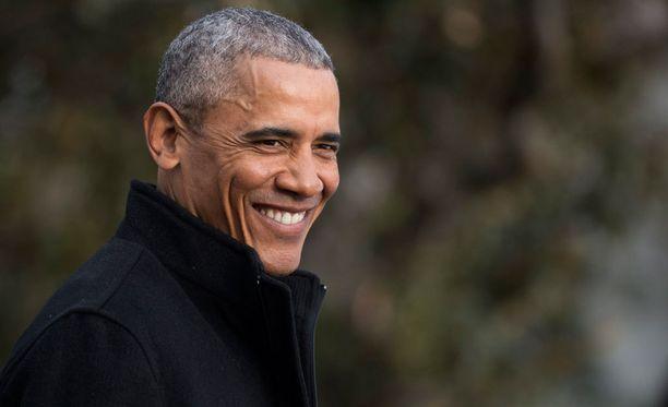 Presidentti Obama sunnuntaina Valkoisen talon edustalla.