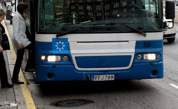 Osa Helsingin busseista oli täynnä tiistaina veturimiesten lakon vuoksi. Kuvituskuva.