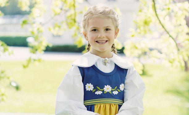 Prinsessa Estellestä tulee reipas esikoululainen.