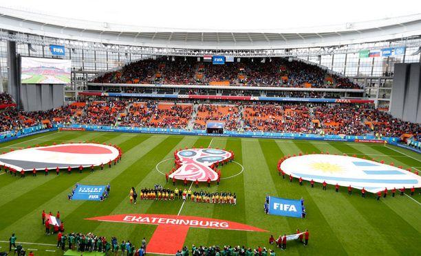 Uruguayn ja Egyptin välisessä ottelussa näkyi paljon tyhjiä penkkejä, vaikka ottelu oli lähestulkoon loppuunmyyty.