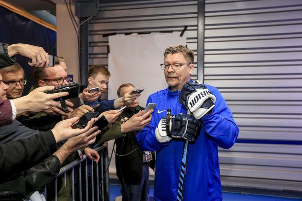 Päävalmentaja Jukka Jalonen jatkoi IIHF:n kurinpitoryhmän haukkumista Leijonien päiväharjoitusten jälkeen.