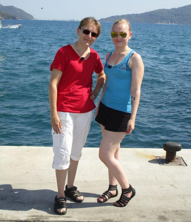 Ummikot Maija-Liisa Glad ja Tiina Jäntti Turkissa.