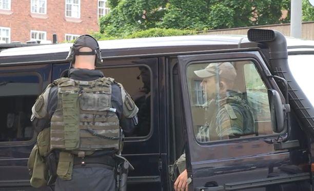 Temppeliaukion kirkolla oli sunnuntaina näkyvä poliisioperaatio, jonka syyksi kerrottiin maanantaina epäily terroristisen teon valmistelusta.