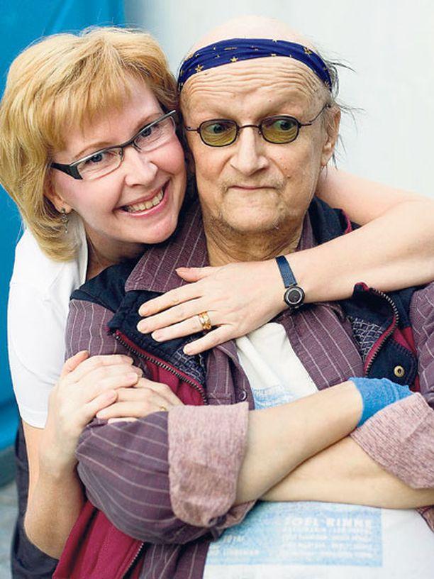 Juice ja suntio Sari Savikko avioituivat vuonna 2004. Nyt Sari on ollut jo leskenä saman verran kuin ennätti olla taiteilijan vaimona.