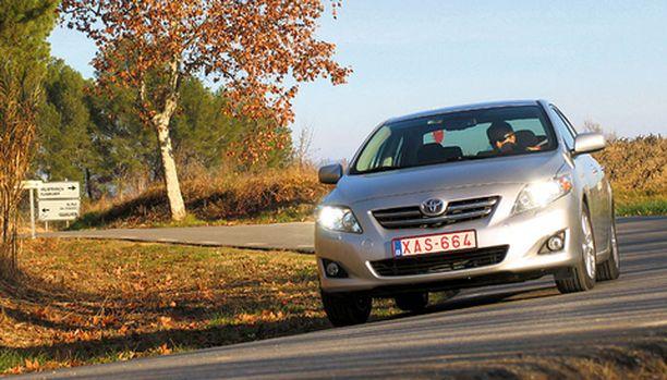 ILME Uusi Corolla on edeltäjiään vauraamman ja rohkeamman näköinen.