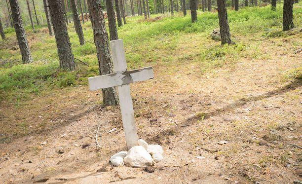 Keskusrikospoliisi löysi neljän vainajan ruumiit Hausjärven haudasta.